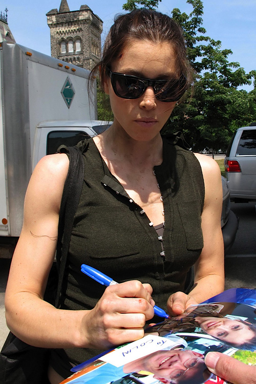 Jessica Biel: Two Tickets to the Gun Show, Please